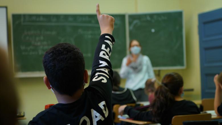 Profesorii din Israel, care nu au certificatul verde nu vor putea preda în școli – 60m.ro